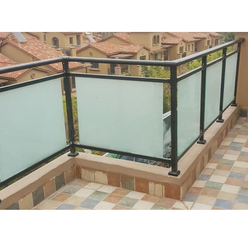 玻璃锌钢阳台护栏怎样延长它的使用寿命 ?
